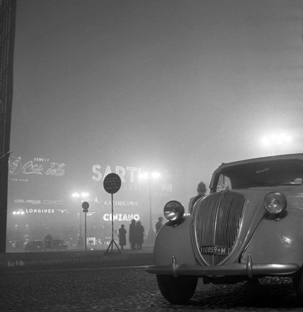 Controlli di polizia in piazza Duomo, 1957, Archivio Giancolombo