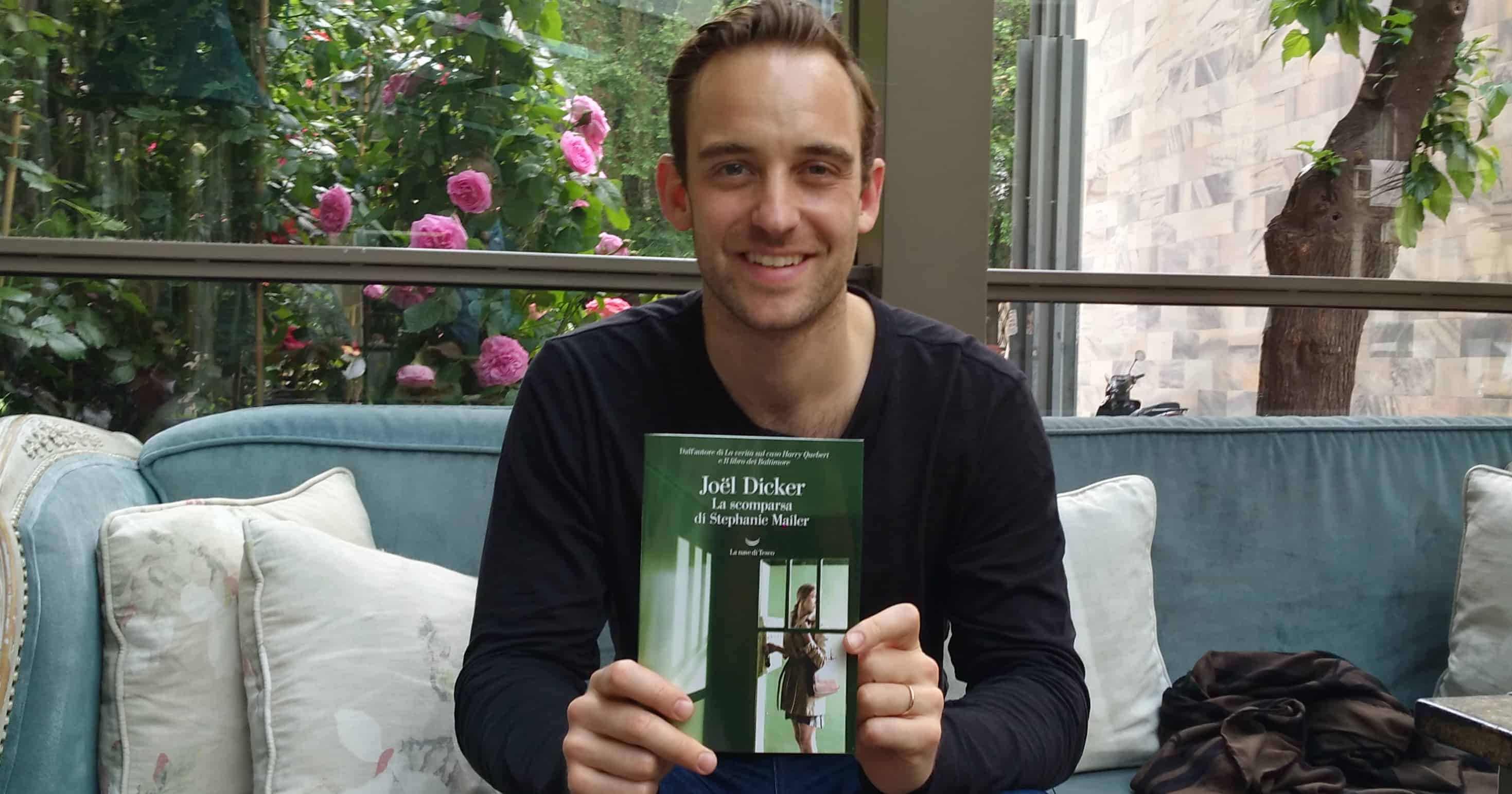 PDE intervista Joël Dicker, autore di La scomparsa di Stephanie Mailer, La nave di Teseo (2018)