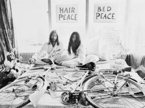 John Lennon e Yoko Ono all'Amsterdam Hilton Hotel (1969)