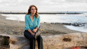 Claudia Gerini è Federica Angeli in A mano disarmata, da oggi al cinema