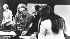 Barry Mles, Allen Ginsberg e il team durante la registrazione dei Canti dell'innocenza e dell'esperienza di William Blake (Barry Miles Collection)
