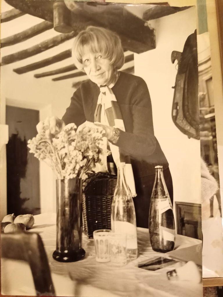 Violette Leduc nella sua casa in Provenza a Faucon nel '69