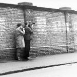 1969: Jean-Luc Godard durante le riprese di British Sounds a Londra © Irving Teitelbaum